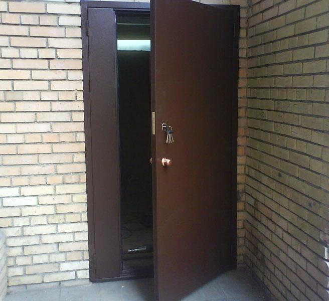 установка металлической подъездной двери с домофоном в рузе