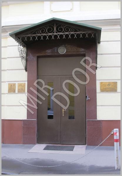 входнее двери в многоэтажном доме