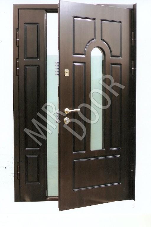 входная дверь в тамбур со стеклом